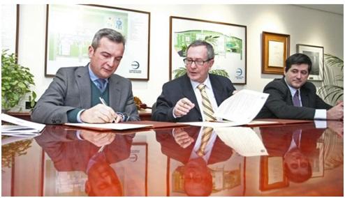 Firma del convenio UCA y Acerinox para la realización de tesis doctorales industriales